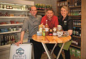 Christoph und Anna Link mit Quirin Reitsberger (Mitte)
